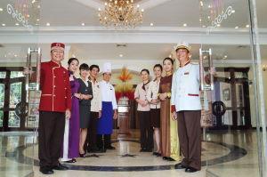 Đồng phục nhân viên khách sạn